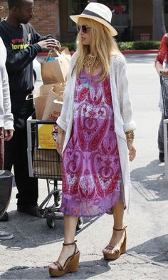 Rachel Zoe in a printed midi dress teamed with a chic white cardigan, tan wedges, fedora hat, shades and an armful of bangles I street #style #fashion