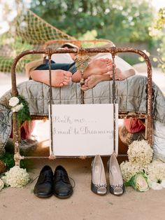 I love this idea for a Wedding photo !!! So awesome! <3
