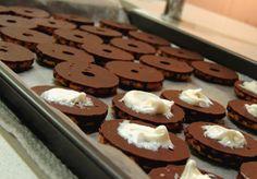 #Halloween #sweets Halloween Sweets, Cookies, Desserts, Food, Crack Crackers, Tailgate Desserts, Deserts, Biscuits, Essen