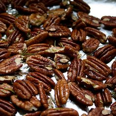 Try Salt-roasted Pecans! You'll just need 1 pound raw pecan halves, 1 tablespoon unsalted butter, 2 teaspoons fine sea salt Pecan Recipes, Sweet Recipes, Snack Recipes, Cooking Recipes, Fun Cooking, Appetizer Recipes, Cooking Tips, Salad Recipes, Roasted Salted Pecans Recipe