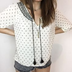 Forever 21 peasant top Cute peasant blouse from forever 21 in excellent preloved condition. Size small. Relaxed fit Forever 21 Tops Blouses