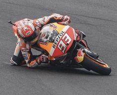 Mark Marquez probeert zijn Honda race motor te redden... Isle Of Man, Motogp, Motocross, Honda, Dirt Biking, Dirt Bikes