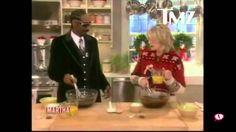 Snoop Dogg & Martha Stewart make brownies!