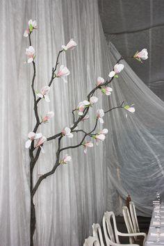 Magnolia tree. Wedding decoration.  http://ateljekarintoll.blogspot.se