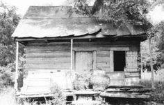 Slave Houses, Gregg Plantation in Florence County, South Carolina. Black History Facts, Black History Month, African American Slavery, African Americans, Old Southern Homes, Southern Style, Abandoned Places, Abandoned Castles, Abandoned Plantations