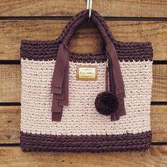 Marrom + Rosa Quartz são cores dos Fios de malha Multitecnicas que ficam lindas juntas ❤️ Peça da querida @carina.antonia #multitecnicas #fiodemalhamultitecnicas #fiosleves #fiosdequalidade #crochê #crochet #artesanal #artesanato #handmade #bag #verão #marrom #beach
