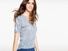 T-shirt col V manches lacées