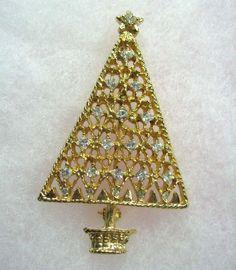 Vintage Rhinestone Christmas Tree Brooch Pin Crystal Gold Tone.