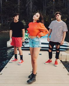 Emma &the Dolan twins,but where's James? Ethan And Grayson Dolan, Ethan Dolan, Trendy Outfits, Summer Outfits, Cute Outfits, Dollan Twins, Photos Bff, Emma Style, Emma Chamberlain