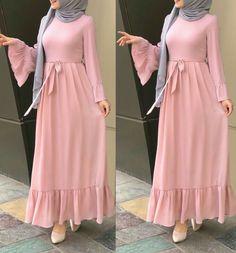 Maxi dresses with hijab styles Just Trendy Girls İslami Erkek Modası 2020 Muslim Women Fashion, Islamic Fashion, Abaya Fashion, Fashion Dresses, Maxi Dresses, Maxi Robes, Hijab Dress, Fashion Styles, Girls Dresses