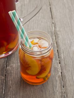 Tipsy Peach Iced Tea, a delicious summery pitcher cocktail perfect for parties! Iced Tea Cocktails, Spring Cocktails, Bourbon Cocktails, Cocktail Drinks, Fun Drinks, Cocktail Recipes, Beverages, Drink Recipes, Smoothies