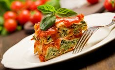 Die Lasagneblätter können bei Bedarf mit Konjanudeln (kalorienarm und kohlehydratfrei)  ersetzt werden. (Zentrum der Gesundheit) © Francesco83 - Fotolia.com #gemüse #lasagne #rezept #vegan