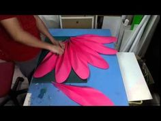 34 super Ideas for diy art display paper flowers Big Paper Flowers, Tissue Paper Flowers, Paper Flower Backdrop, Giant Paper Flowers, Fabric Flowers, Paper Decorations, Flower Decorations, Paper Lotus, Neli Quilling