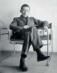 El diseño de esta silla puede parecer familiar a muchos. Hoy, luego de más de 80 años, sigue siendo vendida en todo e...