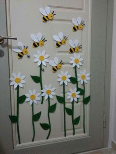 Paper Flowers Craft, Flower Crafts, Paper Crafts, Preschool Crafts, Home Crafts, Crafts For Kids, Decoration Creche, School Door Decorations, Flower Mobile