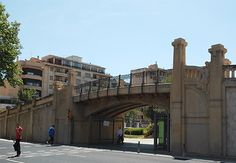 Es Pont des Tren Industrial, Mansions, House Styles, Home Decor, Train, Decoration Home, Manor Houses, Room Decor, Villas