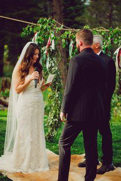 Boho Wedding, Wedding Flowers, Wedding Dresses, Rustic Flowers, Wild Flowers, Floral Design, Fashion, Bride Dresses, Moda
