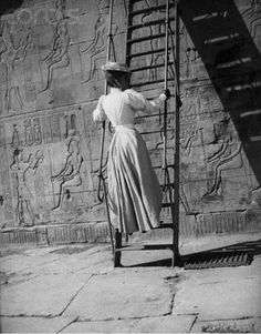 First Time User European Woman Examines Egyptian Hieroglyphics © Sean Sexton Vintage Dior, Vintage Versace, Vintage Vogue, Steampunk, Ancient Egypt, Ancient History, European History, Ancient Artifacts, Ancient Aliens