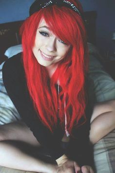 Red scene hair with bandana. Ombré Hair, Emo Hair, Dye My Hair, Red Scene Hair, Bright Red Hair, Colorful Hair, Girls With Red Hair, Hair Girls, Dreadlocks