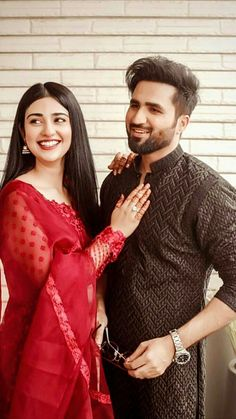 Best Couple Pictures, Cool Girl Pictures, Romantic Couples Photography, Girl Photography Poses, Pakistani Bridal Wear, Pakistani Outfits, Punjabi Girls, Bridal Dress Design, Bridal Photoshoot