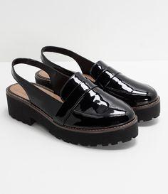 fa9fc0317 Sapato feminino Material  sintético Modelo oxford Marca  Satinato Em verniz  Com sola tratorada COLEÇÃO
