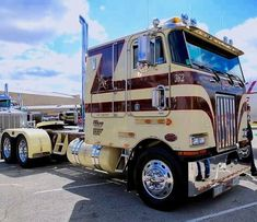 Loving this what do you think about the color scheme? Big Rig Trucks, Semi Trucks, Cool Trucks, Peterbilt 379, Peterbilt Trucks, Custom Big Rigs, Custom Trucks, Road Train, Cab Over