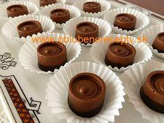 Dvojfarebné pralinky s marcipánom - My site Mini Cakes, Sweet Recipes, Food And Drink, Candy, Cookies, Chocolate, Baking, Desserts, Advent