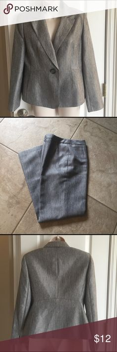 """LeSuit Pantsuit size 6P Gray, fully lined, 29"""" inseam, EUC from a non-smoking home Le Suit Other"""