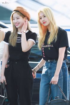 Click for full resolution. 190712 TWICE Sana & Dahyun