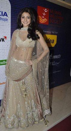 @AnushkaSharma01 in wow #IndianWedding Lehenga by @Manish Malhotra - #ShaadiBazaar