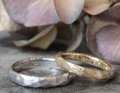 色違いでお作りした槌目の結婚指輪。 男性はプラチナ、女性はゴールドでお作りしました。 [marriage wedding ring bridal pt900 K18 Gold 槌目 ダイヤモンド diamond オーダーメイド ウエディング イズ ith]