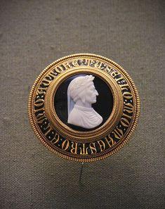 Onyx cameo, bust of Dante, about 1865, Italy   #TuscanyAgriturismoGiratola