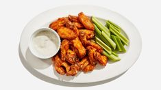 Baking POWDER not soda for crispy baked wings! Want crispy chicken wings without having to fry at home? These oven-baked buffalo wings are just as irresistible as the ones at the bar. Baked Buffalo Wings, Buffalo Chicken, Crispy Chicken Wings, Chicken Skin, Thai Chicken, Chicken Meals, Chicken Thighs, Bette, Pasta