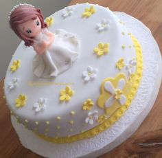 Risultati immagini per tortas comunion Cake Icing Tips, Fondant Cakes, First Communion Cakes, First Holy Communion, Cake Decorating For Beginners, Little Cakes, Cake Art, Amazing Cakes, Birthday Cake