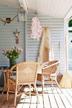 Patio at beach Small Space Living, Small Spaces, Living Spaces, Kitchen On A Budget, Diy On A Budget, Outdoor Rooms, Outdoor Living, Summer House Interiors, Three Season Room
