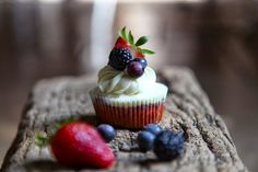 Cupcake ai mirtilli, fragole, more, cocco e yogurt