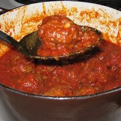 Italian Spaghetti Sauce with Meatballs – Kolay yemek Tarifleri Italian Spaghetti Sauce, Spagetti Sauce, Italian Tomato Sauce, Homemade Spaghetti Sauce, Spaghetti Recipes, Olive Garden Spaghetti And Meatballs Recipe, Spaghetti Meatballs Sauce, Cooking Meatballs In Sauce, Italian Gravy
