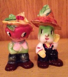 Vintage-Anthropomorphic-Salt-and-Pepper-Shakers-Miyao-Japan-Vegetables