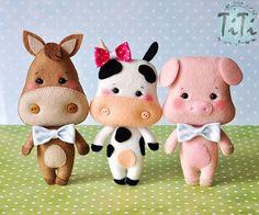 Standing Horse, Cow & Pig w/Bowties Felt Crafts Dolls, Pig Crafts, Felt Crafts Diy, Fabric Toys, Felt Fabric, Felt Patterns, Stuffed Toys Patterns, Felt Baby, Felt Decorations