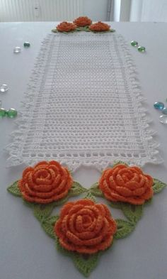 This post was discovered by Vânia Nery. Discover (and save!) your own Posts on Unirazi. Crochet Bedspread Pattern, Crochet Flower Patterns, Crochet Art, Lace Patterns, Love Crochet, Filet Crochet, Beautiful Crochet, Vintage Crochet, Crochet Flowers