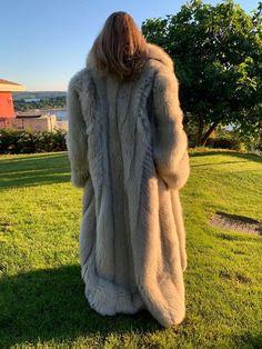 Queen, Fur Coats, Derp, Foxes, F1, Mantel, Faux Fur, Sexy Women, How To Wear
