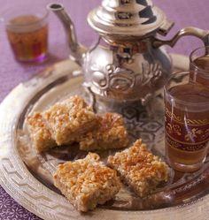 Pour le ramadan, je cherchais des recettes de pâtisseries algériennes sur la communauté Odelices. Ce sont les desserts de Soulef qui ont attirés mon attention. J'ai testé cette délicieuse recette : des amandes au caramel sur un biscuit sablé. très difficile de ne pas en reprendre. Quasiment addictif !