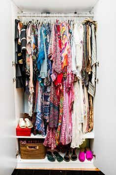 We've got your ultimate guide to navigating vintage shopping like a pro. Whether you're shopping for clothes, jewelry, or trying your luck at the flea market, we've got the expert opinions and tips for it all. Walk In Wardrobe, Capsule Wardrobe, Fast Fashion, Girl Fashion, Do It Yourself Fashion, Style Snaps, Shopping Hacks, Wardrobes, Chic Outfits