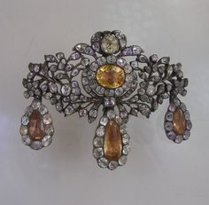Fine and rare Eighteenth century silver, topaz and rock crystal broach with matching earrings. Portuguese ca 1760.