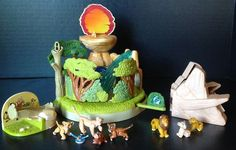 Polly Pocket LION KING Playset .
