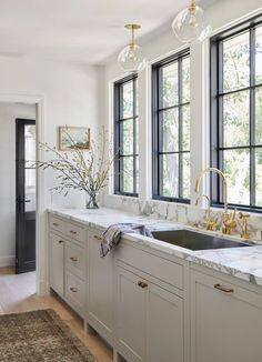 Design by Amber Interiors, Amber Lewis Home Decor Kitchen, Kitchen And Bath, Kitchen Interior, New Kitchen, Home Kitchens, Beige Kitchen, Kitchen Ideas, Gray Kitchens, Awesome Kitchen