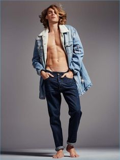 Lois Jeans Spring Summer 2017 Starring Ton Heukels and Rianne Ten Haken Lois Jeans, Fashion Models, Mens Fashion, Ny Style, Barefoot Men, Man Photography, Beautiful Men Faces, Minimal Fashion, Cute Guys