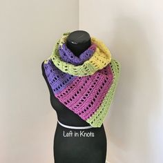One more FREE Caron Cakes yarn pattern to start off your weekend.  The  light and airy Open-Air Market Scarf.  Perfect for fall!