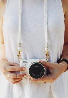 Camera Polaroid - Photography Tips You Can Trust Today Diy Tresses, Cute Camera, Armband Diy, Dslr Photography Tips, Straight Photography, Landscape Photography, Do It Yourself Inspiration, Diane Arbus, Diy Braids