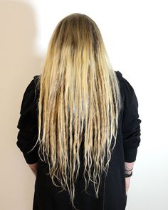 One morning Linnea came to me, she was fed up with her long hair and wanted a big change. I started her dreadlock Journey this morning, it was a long long longing that she had. I made dreadlocks with extensions on her and left some loose hair on the top for a loose look.